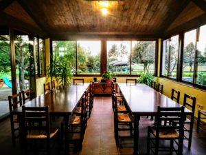 Comedor de Can Micos, casa rural Girona entre el Montseny y la Costa Brava cerca de Barcelona